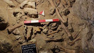 Раскопки в пещере Гуаттари