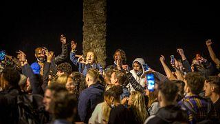 جشن خیابانی در بارسلون پس از پایان وضعیت اضطراری در اسپانیا