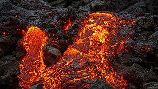 تماشای مناظر فوران آتشفشان از پایتخت ایسلند