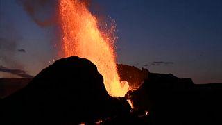 Volcán islandés que lanza géiseres de lava