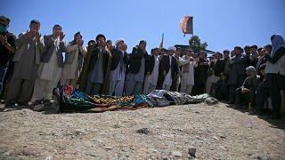 В Афганистане похоронили школьников, ставших жертвами теракта.