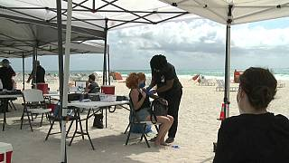 Punto de vacunación en Miami Beach (EE.UU.)
