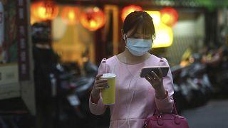 کاربر تلفن هوشمند در تایوان