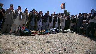 تدفین قرباناین حمله طالبان به مدرسه دخترانه در کابل