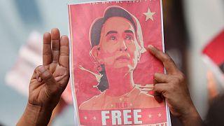اعتراض به کودتا در میانمار و دستگیری آنگ سان سوچی
