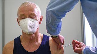 Ευρώπη: Επιτάχυνση εμβολιασμών