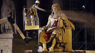Juni 2020: Die beschmierte Colbert-Statue wird gereinigt