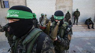 مقاتلون فلسطينيون من كتائب عز الدين القسام، الجناح العسكري لحركة حماس في خان يونس جنوب قطاع غزة 2020.