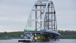В Роттердаме перевезли мост