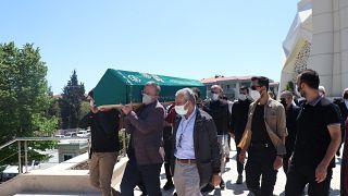 Türkiye'de salgın yüzünden ölümler sürüyor