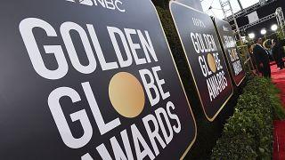 لافتات تروج للجوائز السنوية الـ 77 لجوائز غولدن غلوب في بيفرلي هيلز، كاليفورنيا.