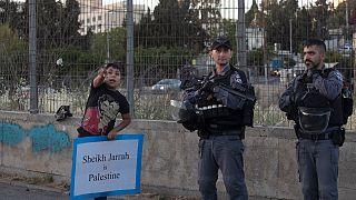 طفل فلسطيني خلال احتجاج على الإخلاء القسري للفلسطينيين من منازلهم في حي الشيخ جراح بالقدس الشرقية.