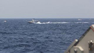 قایقهای تندروی سپاه پاسداران در نزدیکی ناوهای آمریکایی