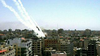 تصعيد دام بين إسرائيل وحركة حماس على خلفية المواجهات العنيفة في القدس