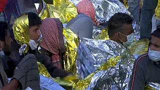 Hundreds of migrants await evacuation from Lampedusa