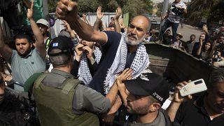 مواجهات عنيفة بين فلسطينيين والشرطة الإسرائيلية في القدس