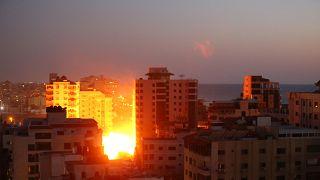 Gazze Şeridi'ndeki 12 katlı bir binanın İsrail savaş jetleri tarafından vurulma anı
