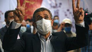İran: Mahmud Ahmedinejad, cumhurbaşkanlığı seçimleri için adaylık başvurusu yaptı