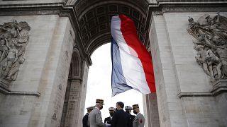 Эммануюль Макрон, Франсуа Лекуантр и французские генералы у Триумфальной арки в Париже 8 мая 2021