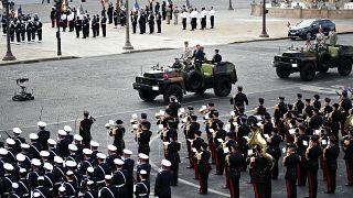 14 luglio 2020: Il presidente Macron e il generale Lecointre sfilano nel giorno della Presa della Bastiglia