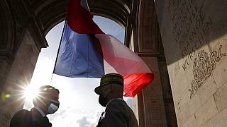 El general Lecointre con el presidente Emmanuel Macron en las celebraciones del Día de la Victoria, el sábado 8 de mayo