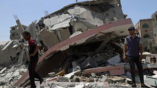 مبنى في غزة انهار بالكامل إثر قصف إسرائيلي