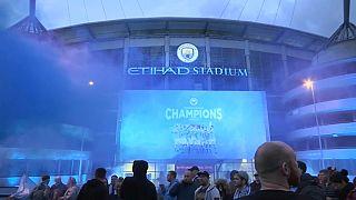 Freudenjubel vor dem City-Stadion