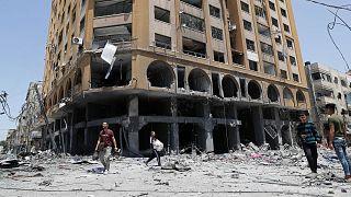 Gazze'de İsrail hava saldırılarına hedef olan bir bina.