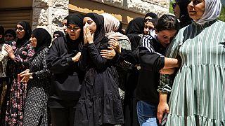 Arabisch-israelische Familie trauert um Khalil Awaad dessen Tochter Nadine, 16, in Dahmash bei Lod