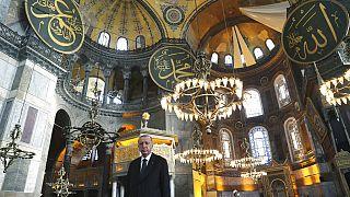 Ο Ταγίπ Ερντογάν στην Αγία Σοφία, μετά τη μετατροπή της σε τζαμί- εικόνα αρχείου