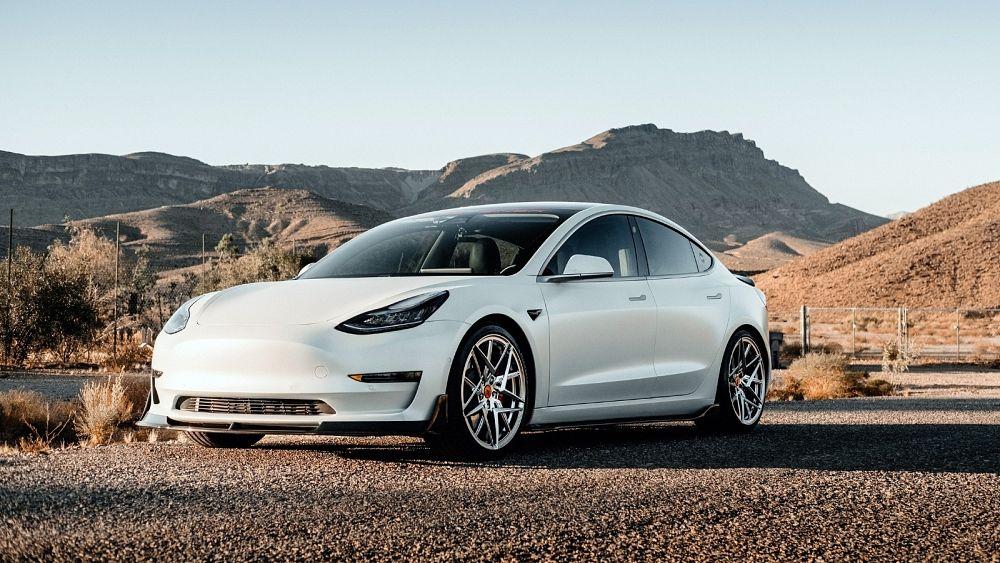 Tesla mengatakan akan berhenti menerima Bitcoin untuk pembayaran mobil karena masalah lingkungan
