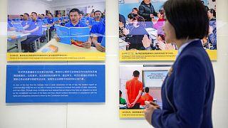 Çin Sincan bölgesindeki kamplarda mesleki eğitim veridliğini ileri sürüyor
