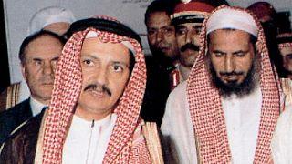 رجل الأعمال السعودي بكر بن لادن (يسار الصورة) - أرشيف