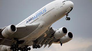 A 2015-ös párizsi légikiállításon emelkedik egy Airbus A380-as