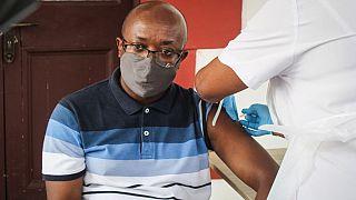Des Seychellois vaccinés contractent le coronavirus