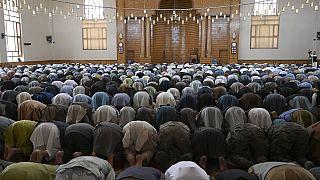 صلاة  عيد الفطر بمناسبة انتهاء شهر رمضان المبارك خلال وقف إطلاق النار لمدة ثلاثة أيام التي وافق عليها طالبان، مسجد عبد الرحمن في كابول 13 آيار/ مايو 2021.