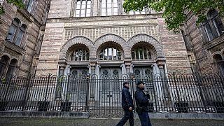 Polizeistreife an diesem Freitag vor der Neuen Synagoge Berlin