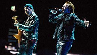 Bono (jobbra) és The Edge egy amszterdami koncerten – képünk illusztráció