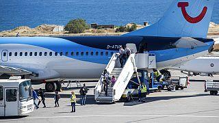 Spanien und Italien spannen die Sonnenschirme auf