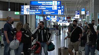 Péntektől utazhatnak a turisták Görögországba, de a védettségi igazolvány kevés lesz