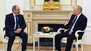 Ermenistan Başbakanı Nikol Paşinyan, Rusya Devlet Başkanı Vladimir Putin ile yaptığı görüşmede askeri destek de dahil olma üzere yardım talep ettiğini belirtti.