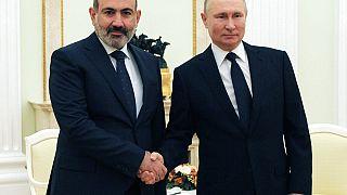 Ο Ρώσος πρόεδρος Βλαντίμιρ Πούτιν και ο εκτελών χρέη πρωθυπουργού της Αρμενίας Νικόλ Πασινιάν