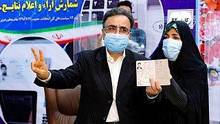 مصطفی تاجزاده به همراه همسرش، فخرالسادات محتشمی پور