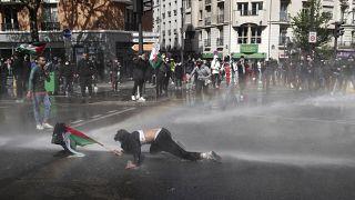 Paris'te izinsiz yapılan eyleme Fransız polisi sert müdahale etti