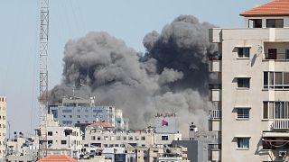 İsrail 12 katlı bir binayı vurdu