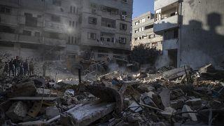 مصر ترسل سيارات إسعاف إلى قطاع غزة عبر معبر رفح الحدودي لنقل المصابين