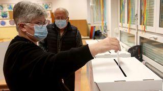 Hırvatistan'da yerel seçimler için halk sandık başında