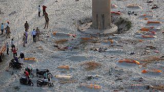 اجساد دفن شده در ماسه در شمال هند