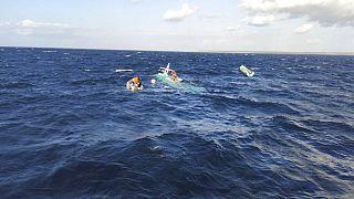 في إندونيسيا .. صورة سيلفي تودي بحياة سبعة أشخاص بعد غرق سفينة كانوا على متنها