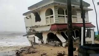 A building collapses in Kasargod town as winds intensify - 15th May 2021